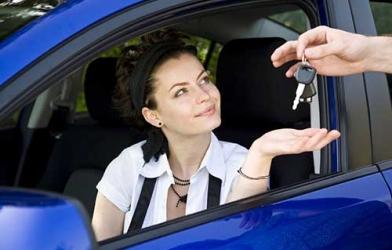 6 thói quen giúp chị em phụ nữ lái xe an toàn hơn